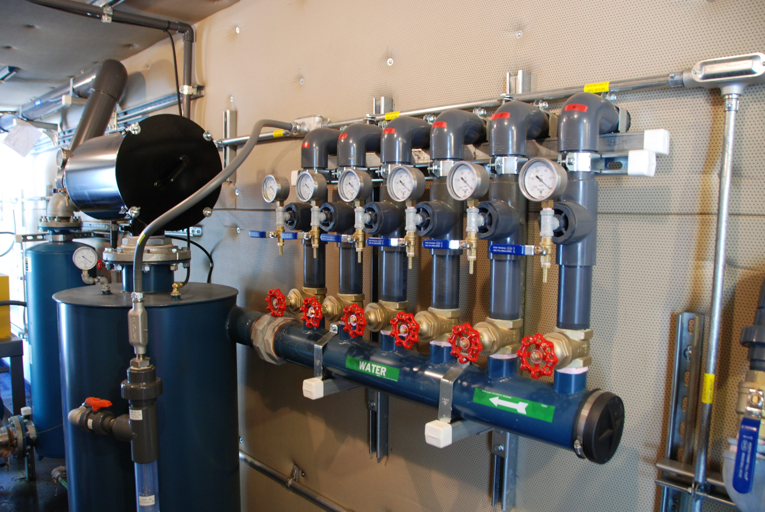 Groundwater Remediation System with High Vacuum Extraction and Water Treatment